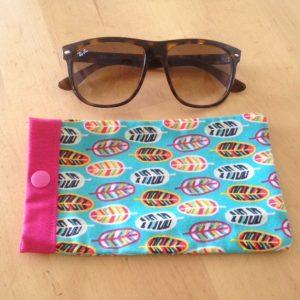 Maman cactus, coton, fait main, étuis à lunettes,turquoise, imprimé plumes, multicolores.