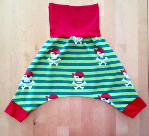 sarouel, saroual, maman cactus, fait main, cousu main, pantalon, jersey, coton, coton biologique, pratique, original, grande entrejambe,tendance, cool,pirates, rayures vertes, rouge #sarouel #serwal #qualitefirst #travailsoigne #jamaissansmonsarouel #everydays #couleurs #faitmain #mode #couture #fashion #summer #sewing #instafashion #old #vetements #outfit #coutureaddict #tissus #bebe #vacances #tenuecool #vetementbebe #aveclecoeur #vetementenfant #leger #faitenfrance #couturefashion #choix #taille #commande #sewingaddict #shirt #jersey #instacouture #photos #tenuedujour #photo #decontracte #ete #vital #vetementete #modernthawbe #instamode #fashionindia #fashionistaeconomista
