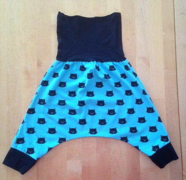 sarouel, saroual, maman cactus, fait main, cousu main, pantalon, jersey, coton, coton biologique, pratique, original, grande entrejambe,tendance, cool, bleu éléctrique, têtes de chats #sarouel #serwal #qualitefirst #travailsoigne #jamaissansmonsarouel #everydays #couleurs #faitmain #mode #couture #fashion #summer #sewing #instafashion #old #vetements #outfit #coutureaddict #tissus #bebe #vacances #tenuecool #vetementbebe #aveclecoeur #vetementenfant #leger #faitenfrance #couturefashion #choix #taille #commande #sewingaddict #shirt #jersey #instacouture #photos #tenuedujour #photo #decontracte #ete #vital #vetementete #modernthawbe #instamode #fashionindia #fashionistaeconomista