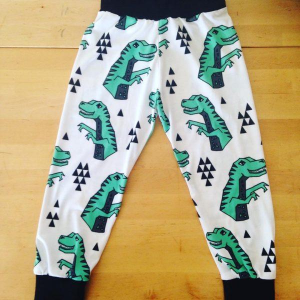 dinausores, t-rex, coton bio, pantalon, cuff pant, maman cactus, fait main, cousu main, coton bio, coton, jersey, vêtements, vétements enfant, garde robe, mixte, pantalon droit