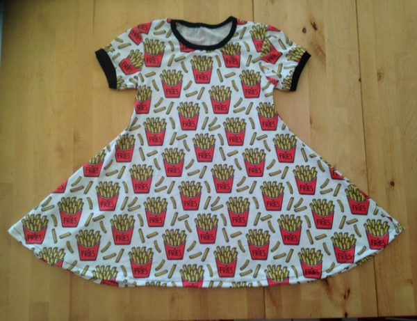 frites, pot de frites, robe qui tourne, maman cactus, cousu main, fait main, robe évasé, confort, vêtement fille,#mamancactus #madeinmartinique #robequitourne #faitmain #dress #couturesurmesure #babyvintageshop #tissufleuri #tropical #tissubennytex #wedding #robeceremonie #soleildaout #citypark #vacances #danceuse #instakids #style #muminlove #profiterdechaquemoment #jourdemariage #coucherdesoleil #slowfashion #coton #cotondress #weddingday #memories #smile #sourisalavie #nature #weekend #love #smiling #laviestbelle #sapecommejamais #copcopine #madeinfrance #artisanat #robepatineuse #jecoudsdoncjesuis #jepeuxpasjaicouture #sewaddicted #instacouture #jecoudspourvous #fashion #rose