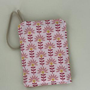 """L'éponge lavable Maman Cactus zéro déchet et efficace. 1 coté qui """"gratte"""" en jute et 1 côté coton tout doux, rembourrage en éponge."""